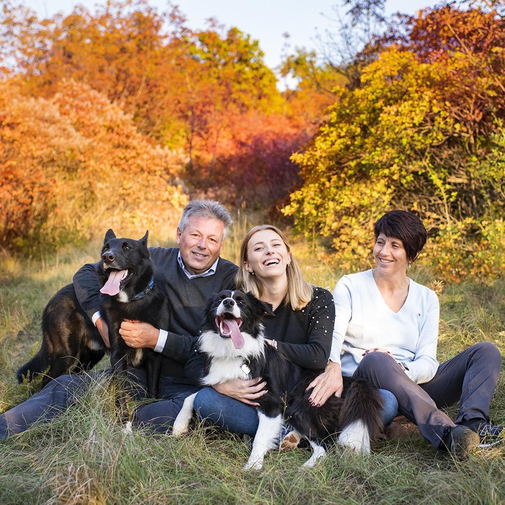 Foto di famiglia con cani